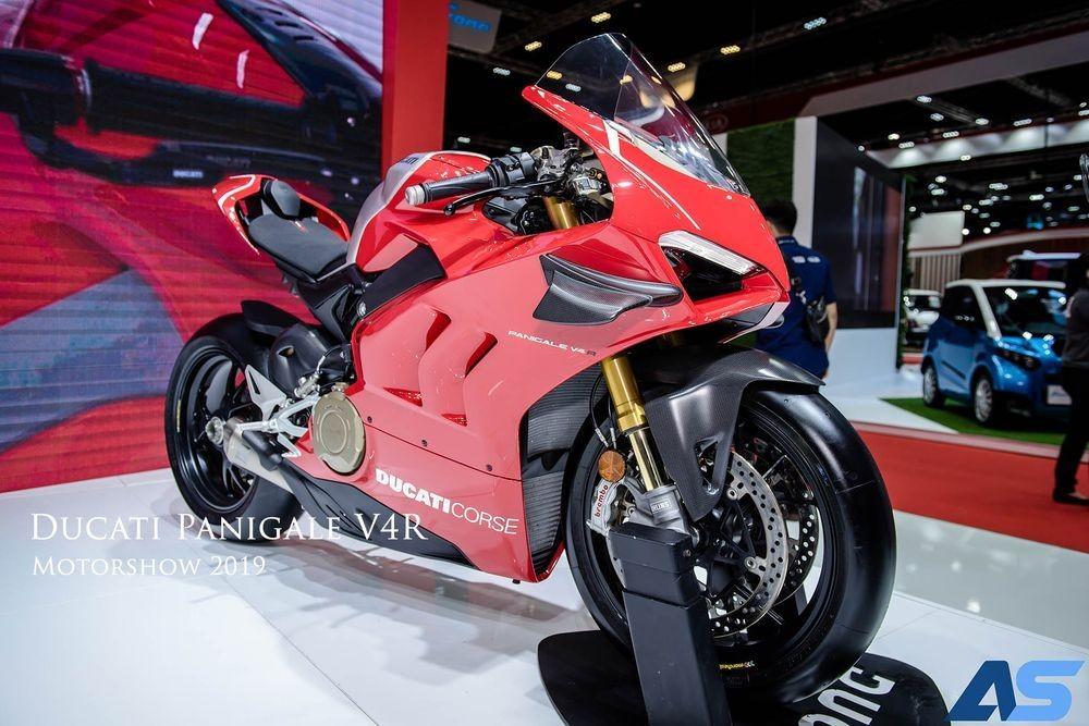 Ducati Panigale V4 có đôi chút khác biệt về ngoại hình so với mẫu Panigale V4 nguyên bản