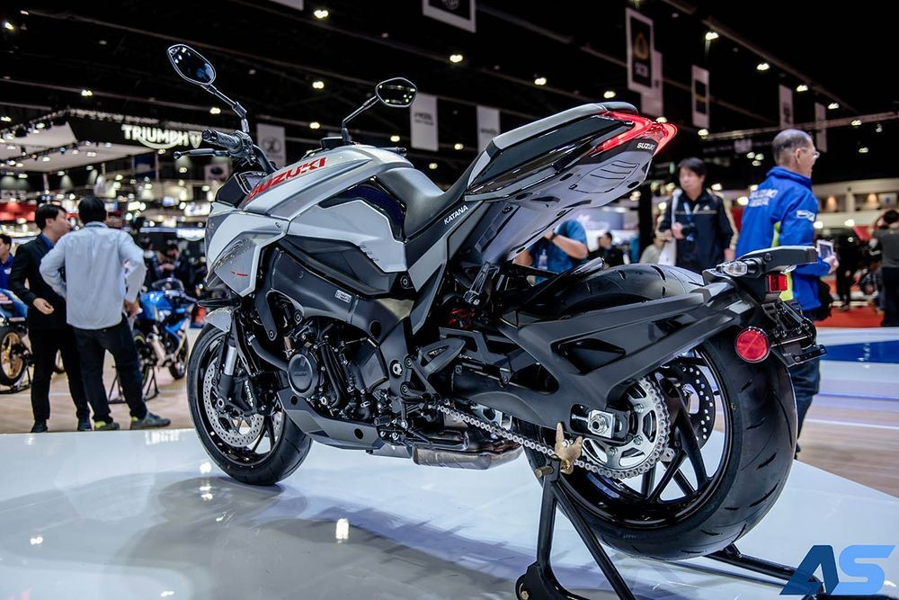 Suzuki Katana có ngoại hình lai giữa naked bike và sport bike
