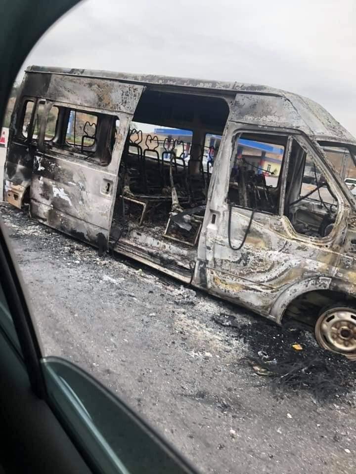Hiện trường vụ tai nạn của chiếc ô tô khách 16 chỗ