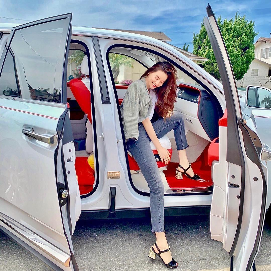 Vợ cũ của Cường Đô la cá tính bên SUV siêu sang Rolls-Royce Cullinan của người bạn