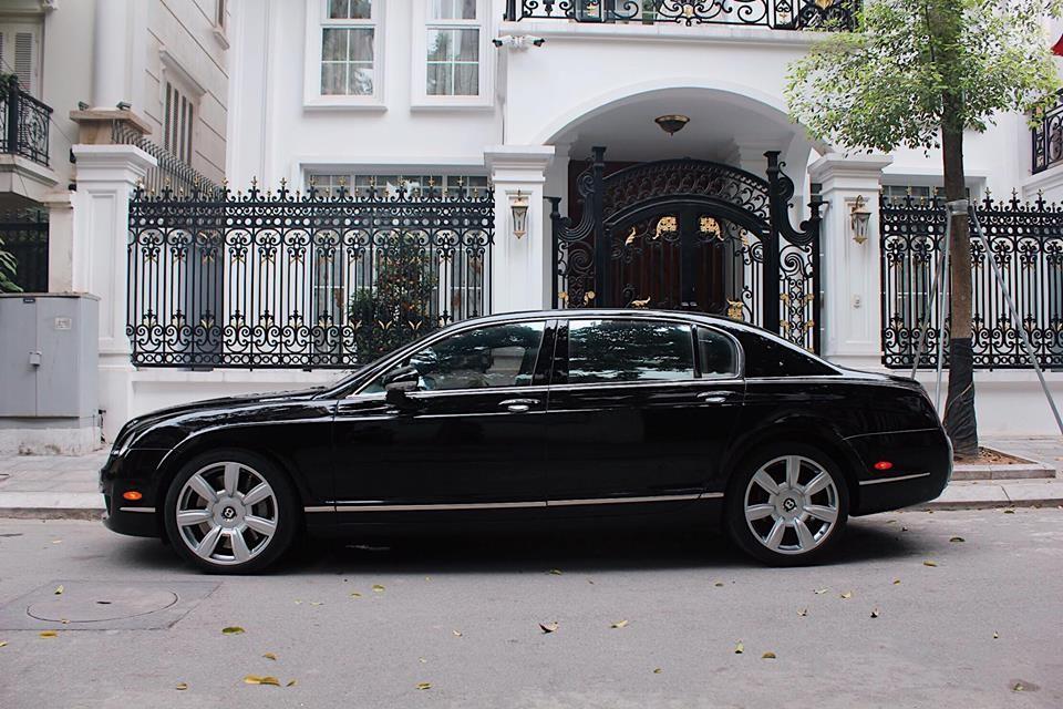 Còn giờ đây chỉ với hơn 2 tỷ đồng, các đại gia Việt đã có trong tay chiếc Bentley Continental Flying Spur