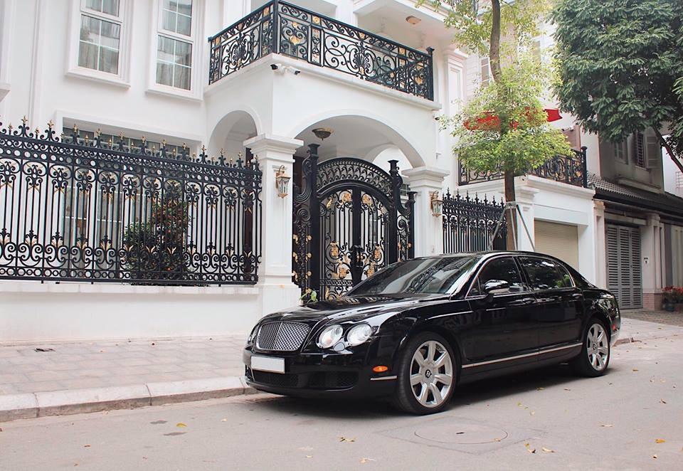 Mức giá để làm ông chủ của Bentley Continental Flying Spur vào thời điểm đó không dưới 10 tỷ đồng