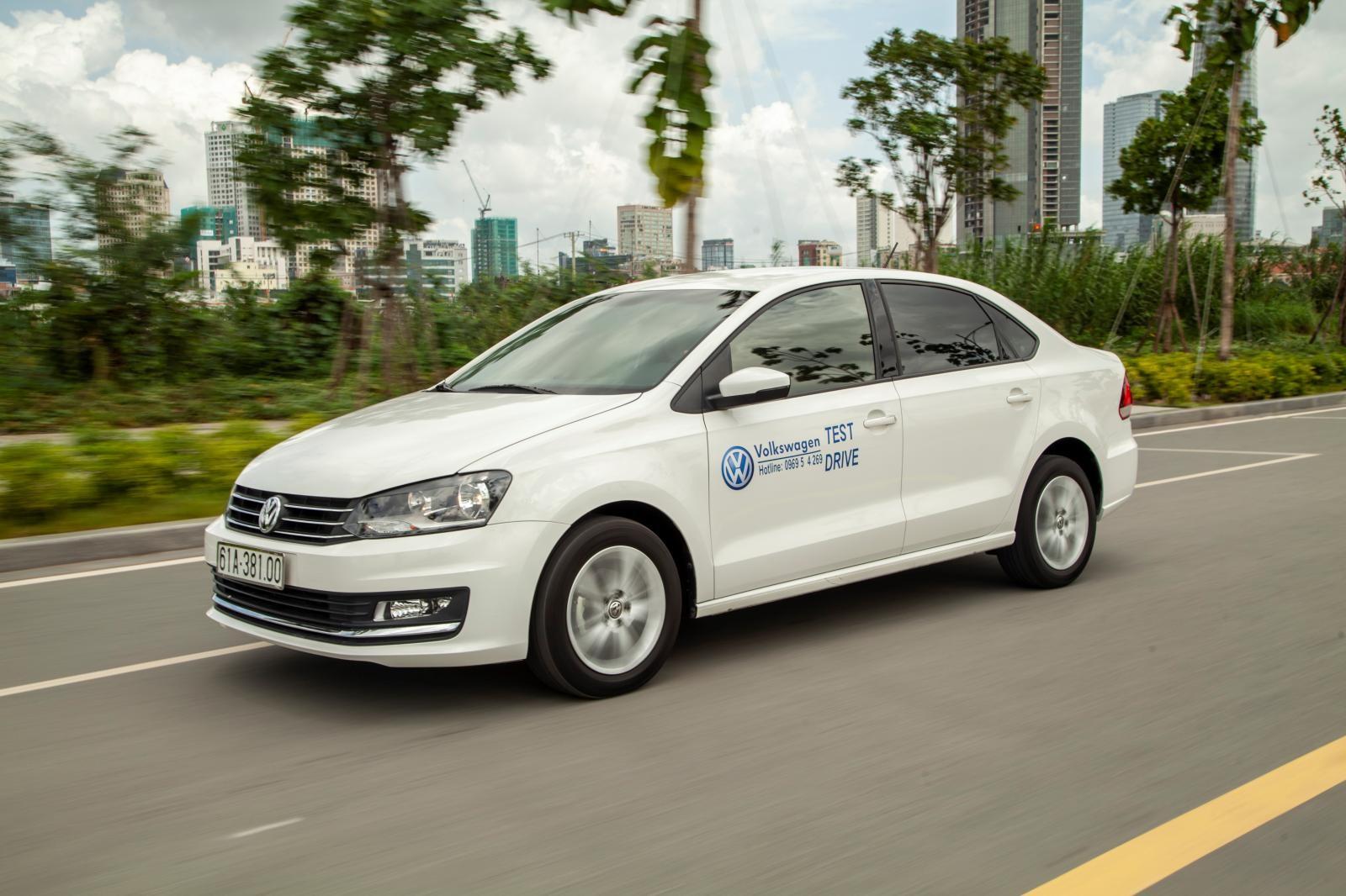 So với các đối thủ trong phân khúc, Volkswagen Polo sedan đang không có lợi thế về mặt giá bán