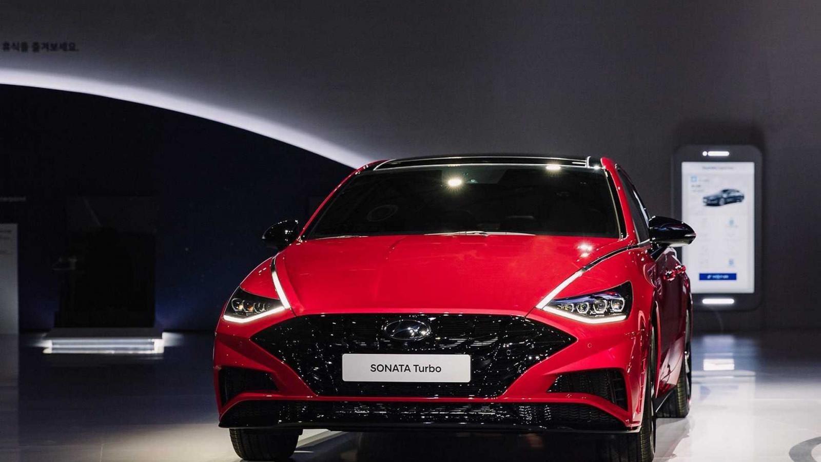 Hyundai Sonata 1.6 Turbo 2020 có thiết kế đầu xe thể thao hơn các phiên bản còn lại
