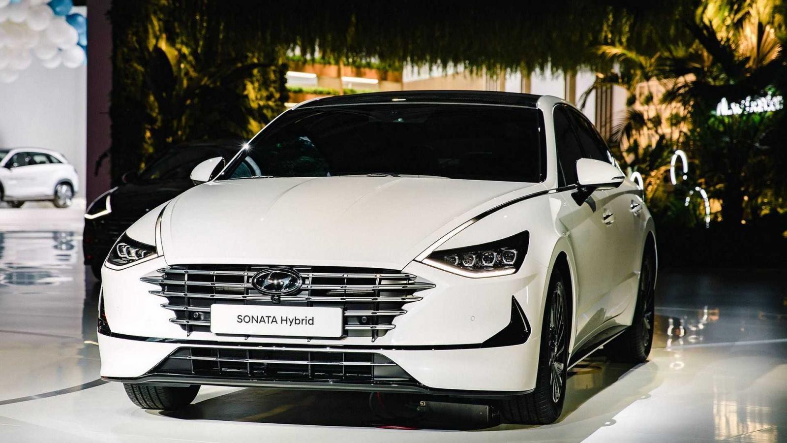 Hyundai Sonata Hybrid 2020 cũng được trưng bày trong triển lãm Ô tô Seoul 2019