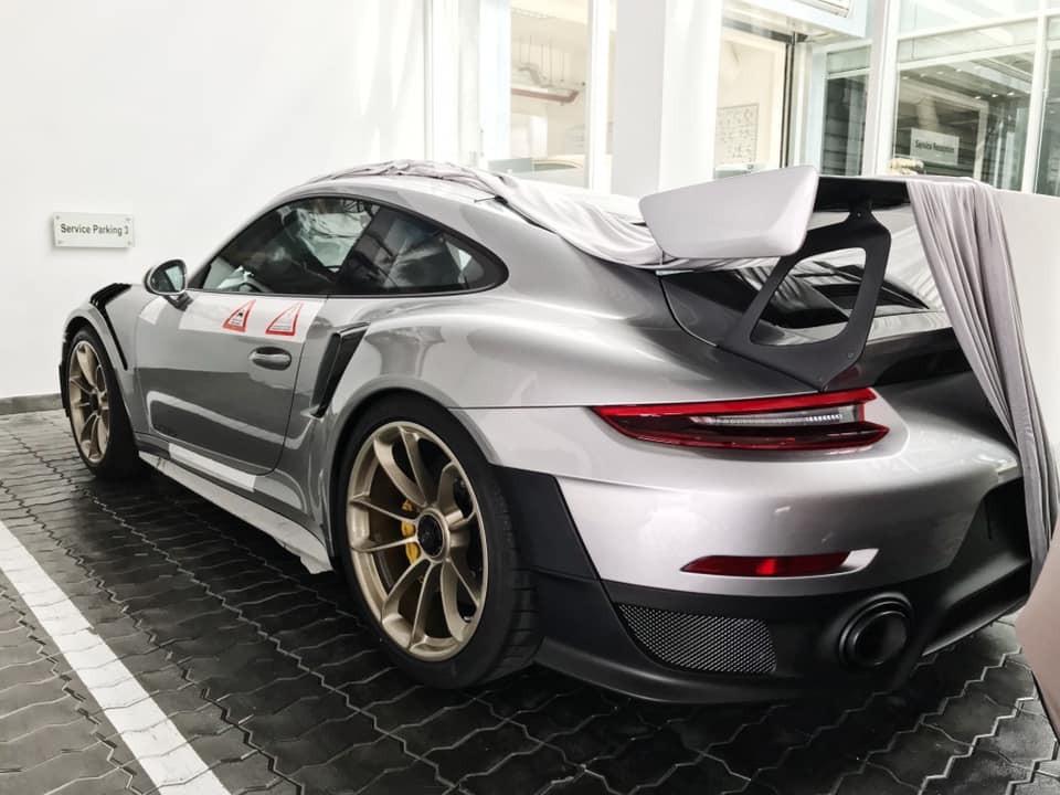 Còn đây là siêu xe Porsche 911 GT2 RS của ông Đặng Lê Nguyên Vũ