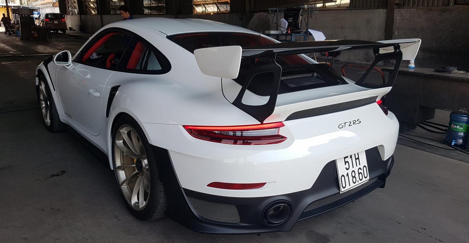Siêu xe Porsche 911 GT2 RS thứ 3 về Việt Nam đã có hộ khẩu Sài thành