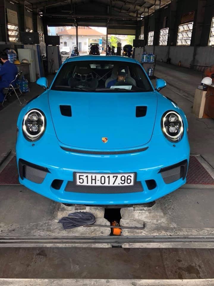 Đây là chiếc siêu xe Porsche 911 GT3 RS đời 2019 thứ 2 xuất hiện ở Việt Nam