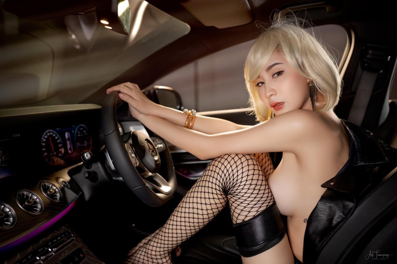 Chảy máu mũi với hình thể nuột nà của người mẫu xe Thái Lan - 18