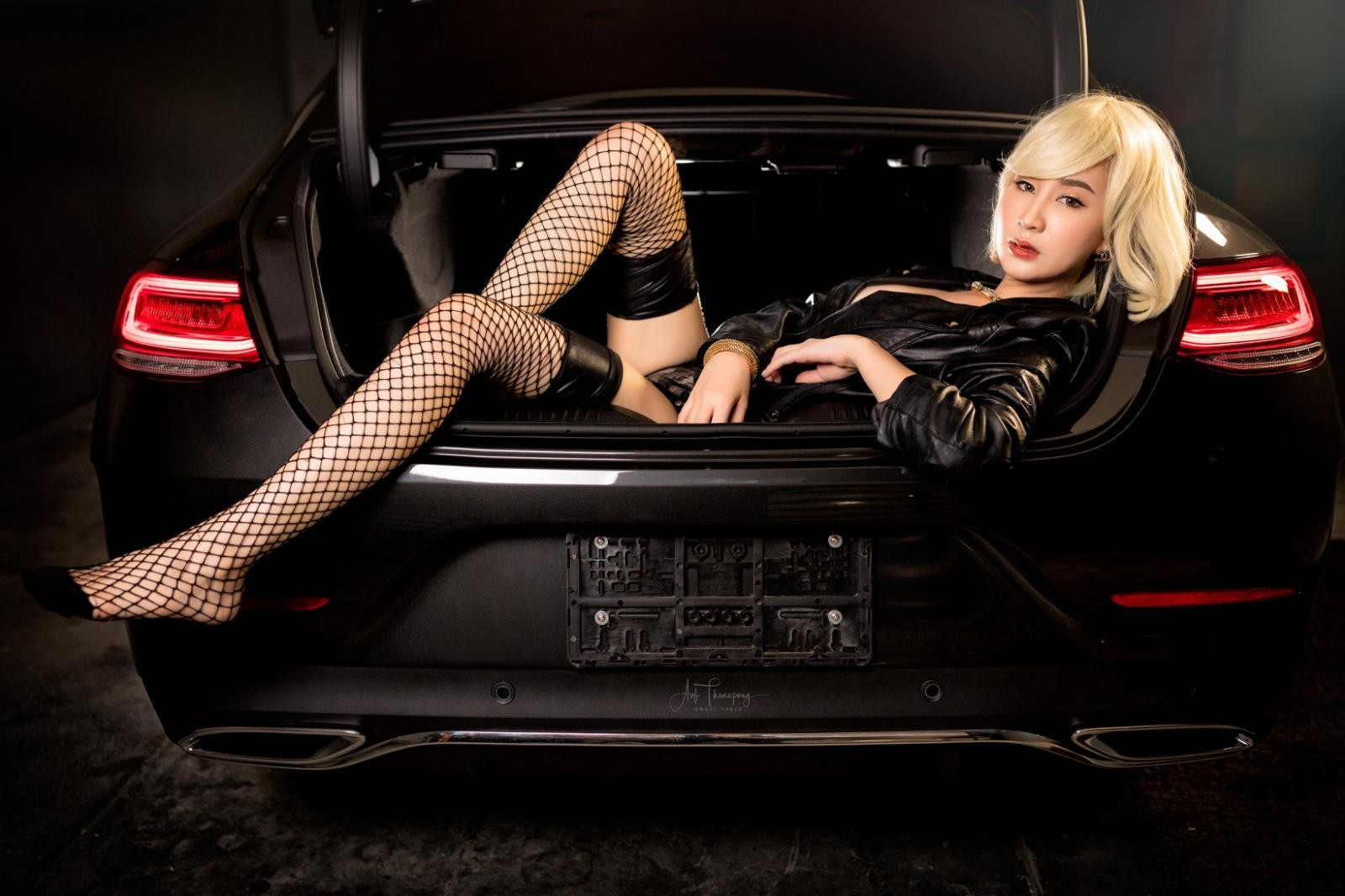 Chảy máu mũi với hình thể nuột nà của người mẫu xe Thái Lan - 19