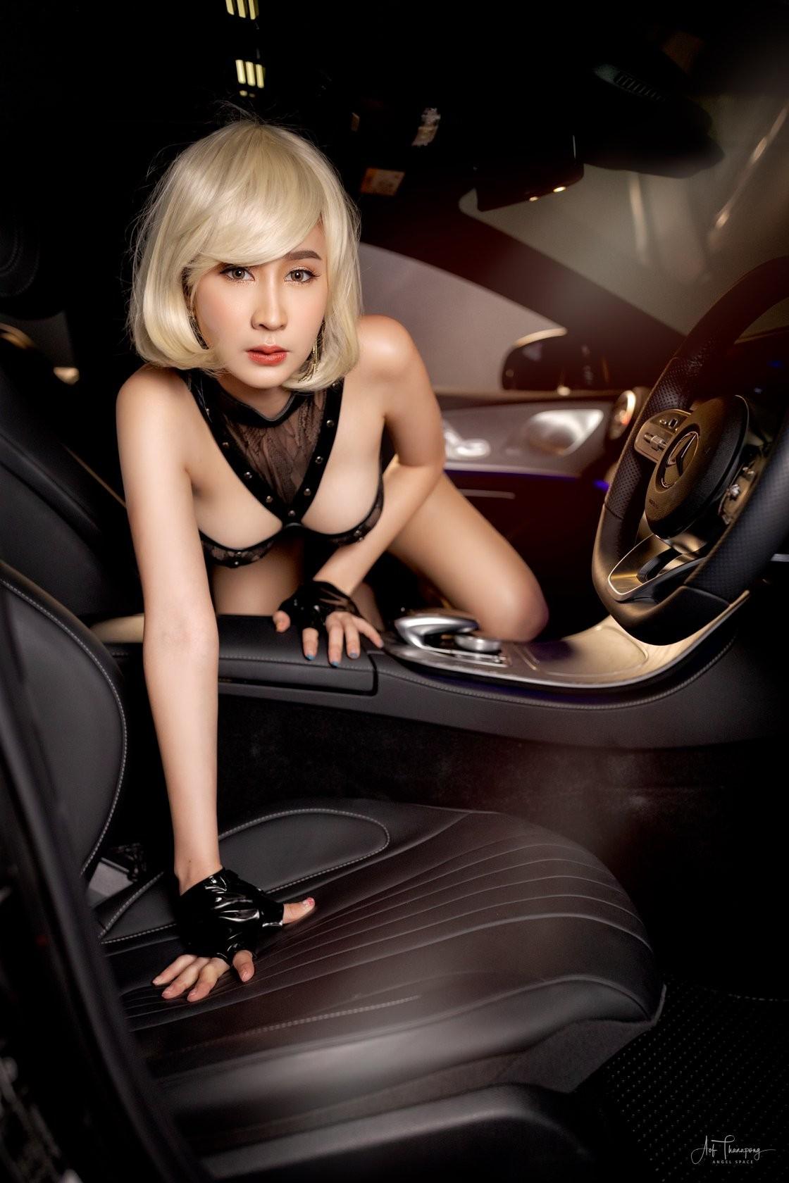 Chảy máu mũi với hình thể nuột nà của người mẫu xe Thái Lan - 4