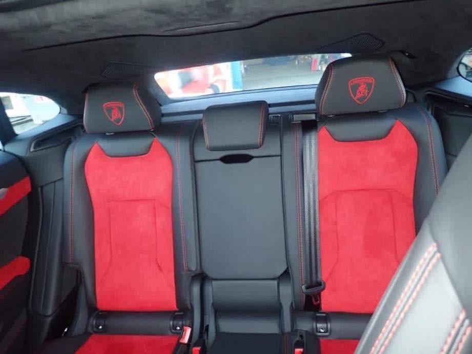Chiếc Lamborghini Urus này thuộc phiên bản 5 chỗ ngồi