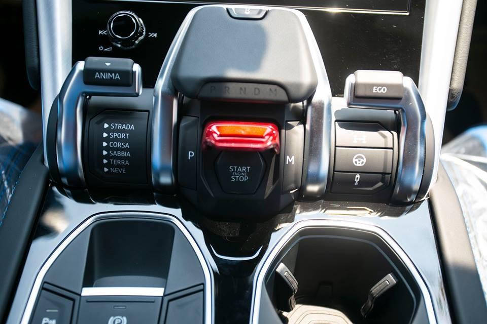 Cụm điều khiển chế độ lái Anima của Lamborghini Urus