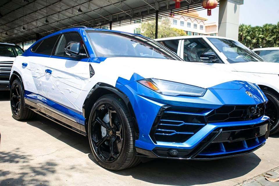 Lamborghini Urus thứ 3 tại Campuchia mang màu xanh Blu Eleos