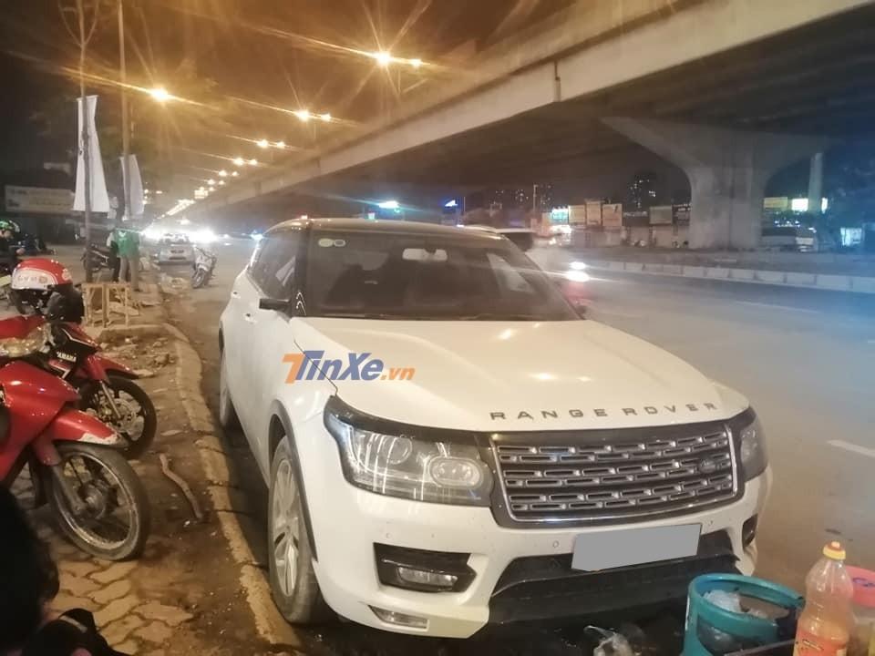 Kẻ gian vặt gương xe Trung Quốc Zotye Z8 nhái Range Rover khiến cư dân mạng phì cười