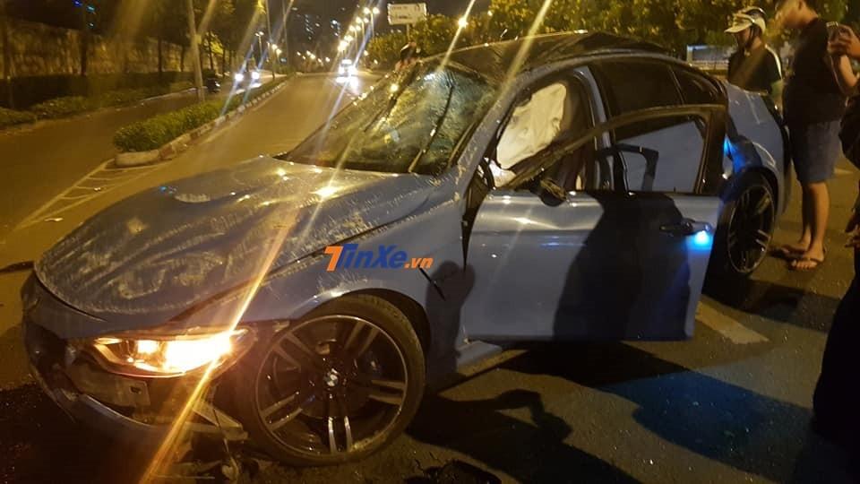 Thiệt hại của chiếc xe hiệu suất cao BMW M3 sau khi ủi 1 cây xanh, dải phân cách giữa đường và lộn nhiều vòng