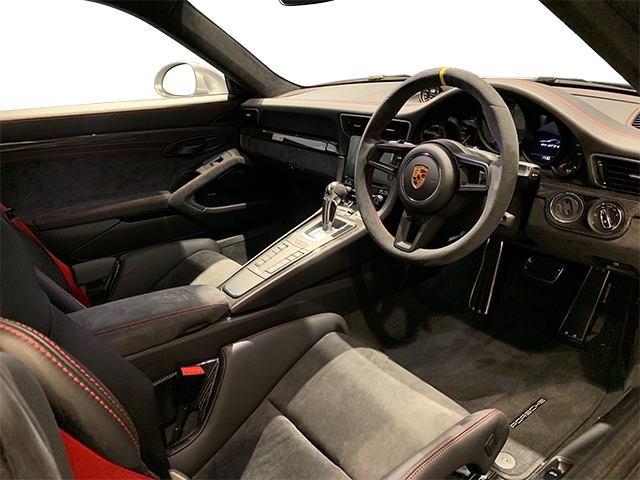 Nội thất siêu xe Porsche 911 GT2 RS 2018