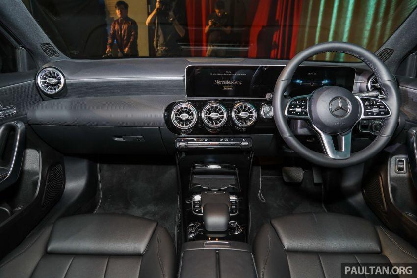 Nội thất bên trong Mercedes-Benz A200 Progressive Line 2019