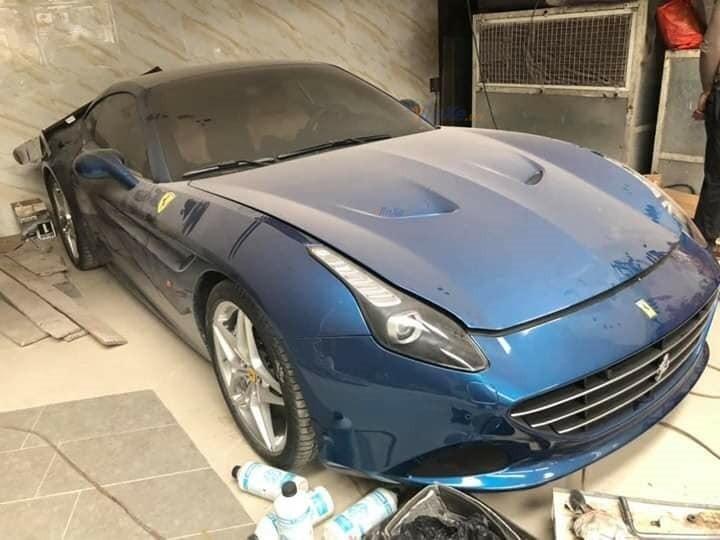 Siêu xe Ferrari California T phủ bụi dày đặc tại Hải Phòng