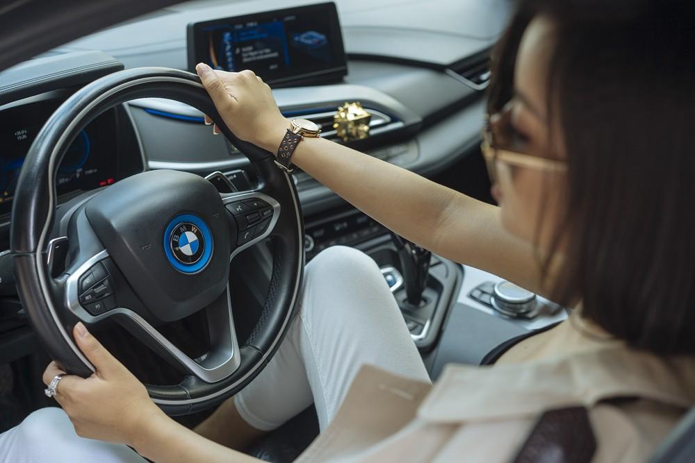 Mỹ nữ Thuỳ Victory khoe vẻ đẹp cá tính bên BMW i8 - 8