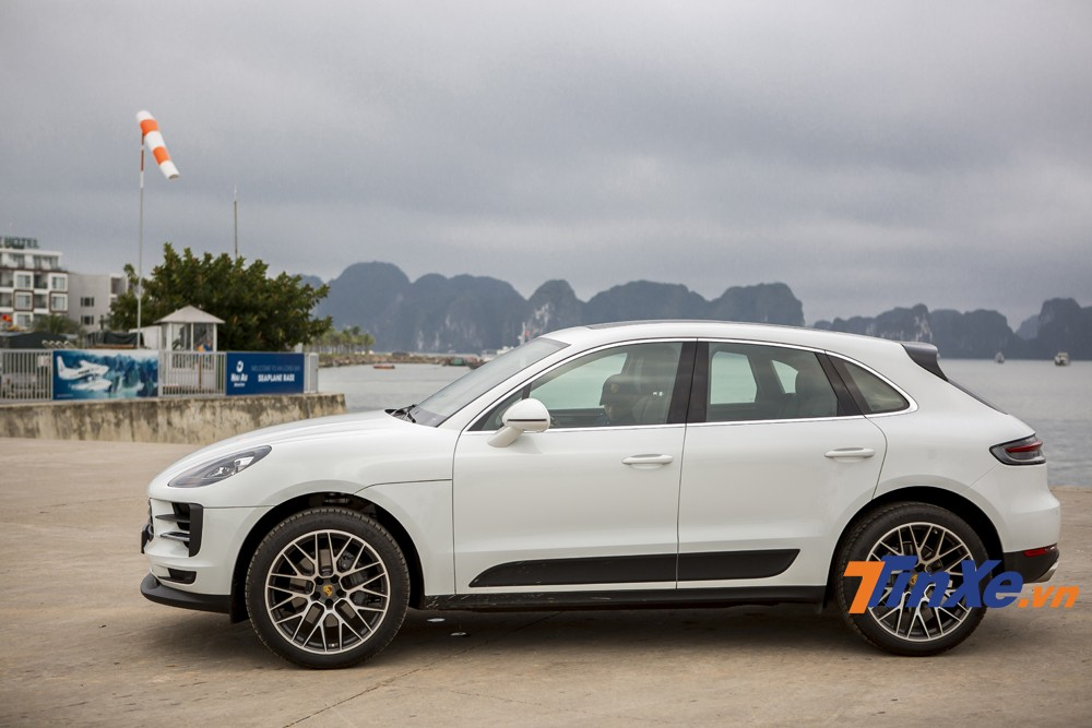 Ở phiên bản tiêu chuẩn, Porsche Macan 2019 tại Việt Nam sẽ chỉ được trang bị vành hợp kim kích thước 18. Thế nhưng trên chiếc Porsche Macan S 2019 chúng tôi thử nghiệm thì đã được nâng cấp lên vành hợp kim kích thước 21 với thiết kế RS Spyder.