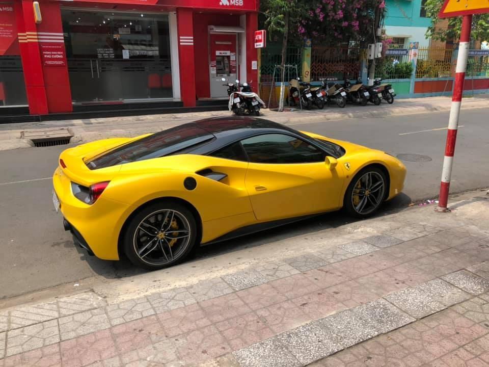Trước đó doanh nhân Bình Dương đã mua siêu xe Ferrari 488 GTB màu vàng
