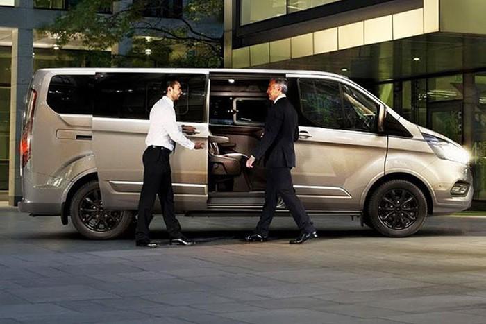 Ford Tourneo - một biến thể sang trọng hơn, tiện nghi hơn của Ford Transit dành cho khách hàng cá nhân, doanh nghiệp