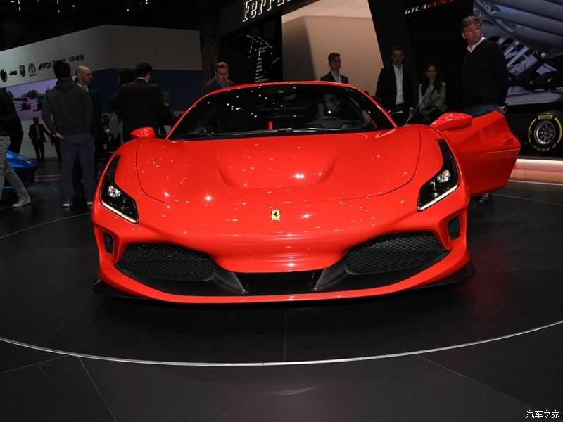 So với 488 GTB, Ferrari F8 Tributo có kích thước lớn hơn nhưng trọng lượng lại giảm