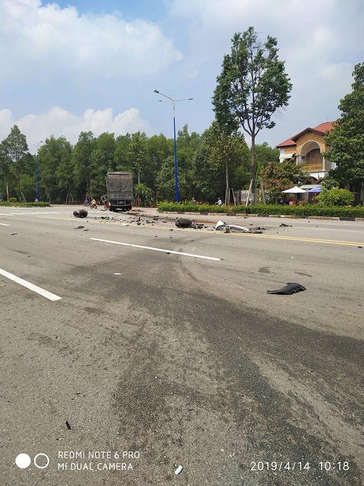 Hiện trường vụ tai nạn giữa 2 chiếc ô tô trong khu đô thị công nghiệp Mỹ Phước 3