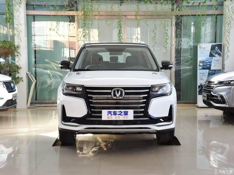 Changan CS95 2019 được trang bị lưới tản nhiệt cỡ lớn trên đầu xe