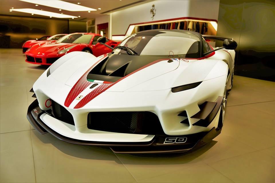 Ferrari FXX-K Evo xuất hiện bên trong đại lý Ferrari Hong Kong theo diện cho mượn