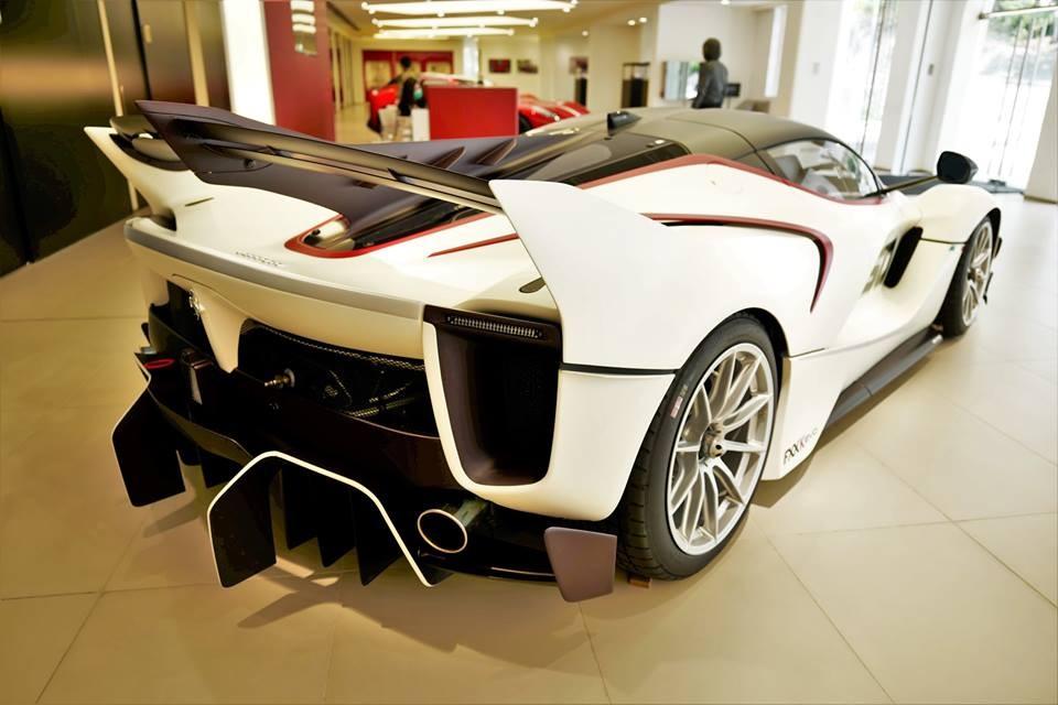 Siêu xe dành cho đường đua Ferrari FXX-K Evo của đại gia Hồng Kông có màu sơn trắng