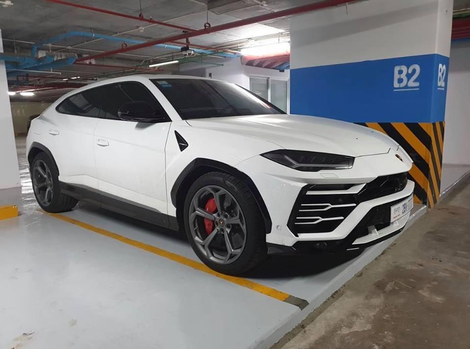 Lamborghini Urus ở Campuchia cùng mang màu trắng như xe của Minh Nhựa nhưng lại nổi bật hơn nhờ chi tiết này