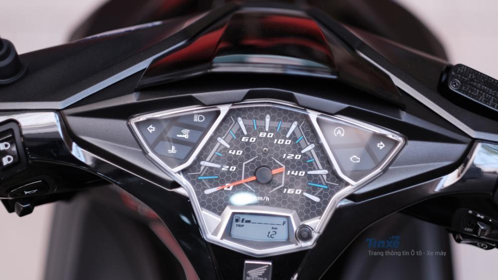 Honda Air Blade sử dụng đồng hồ analog kết hợp LCD