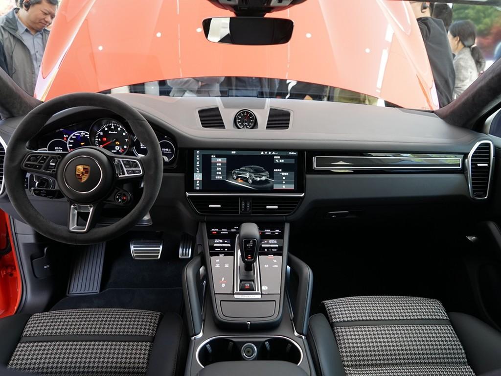 Nội thất bên trong Porsche Cayenne Coupe 2019