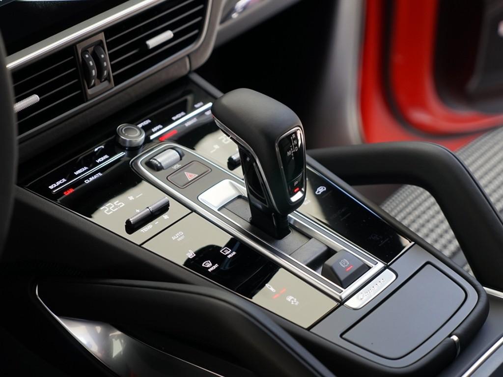 Porsche Cayenne Coupe 2019 hiện chỉ có 2 tùy chọn động cơ