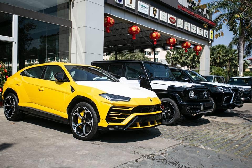 1 chiếc Lamborghini Urus khác mang màu vàng Giallo Auge ở Campuchia