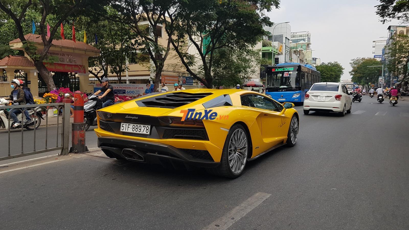 Siêu xe Lamborghini Aventador S LP740-4 của doanh nhân quận 12 có giá 48 tỷ đồng