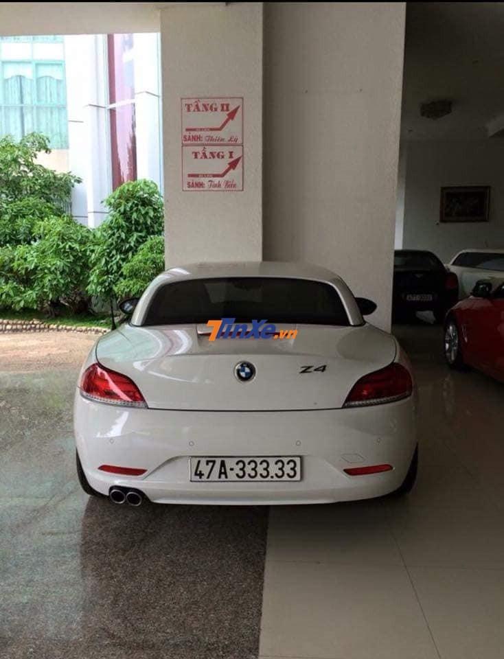 Và cả 1 chiếc xe mui trần BMW Z4 đời cũ đeo biển ngũ quý 3