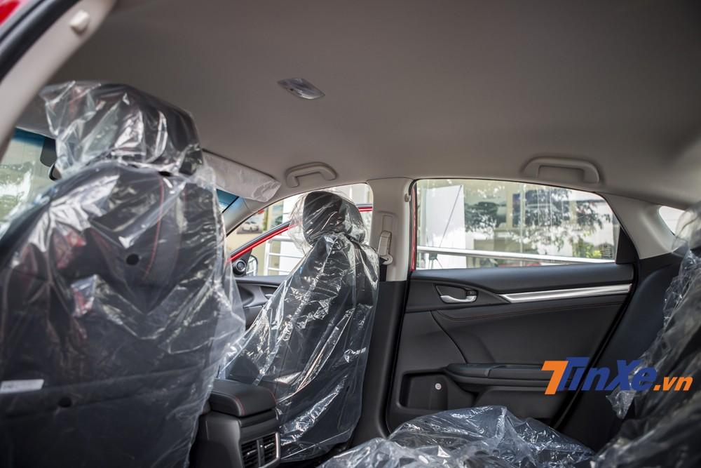 Đáng tiếc là trên Honda Civic RS 2019 không còn sự xuất hiện của cửa sổ trời.