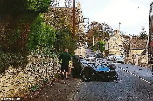 Chiếc Aston Martin Rapide tại hiện trường vụ tai nạn