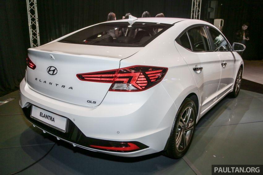 Thiết kế ngoại thất của Hyundai Elantra 2019 lại thay đổi hoàn toàn, cứ như là thế hệ mới