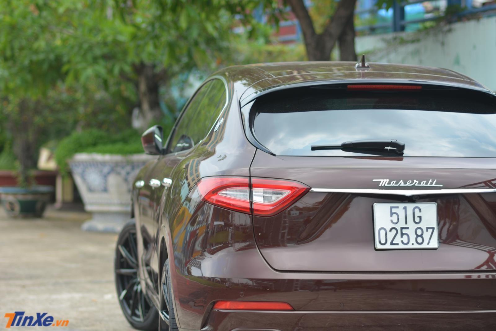Maserati Levante nhìn từ phía sau