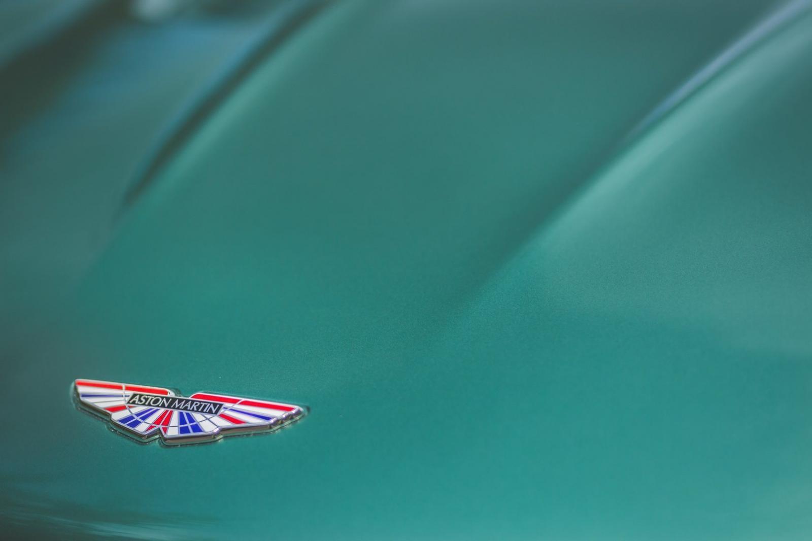 Siêu xe Aston Martin DBS 59 Edition có màu sơn xanh Racing Green