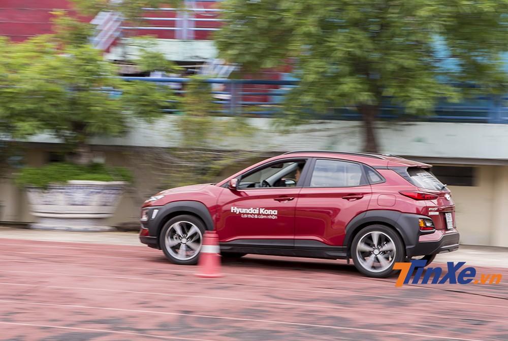 Khách hàng có thể thoải mái trải nghiệm các mẫu xe ô tô.