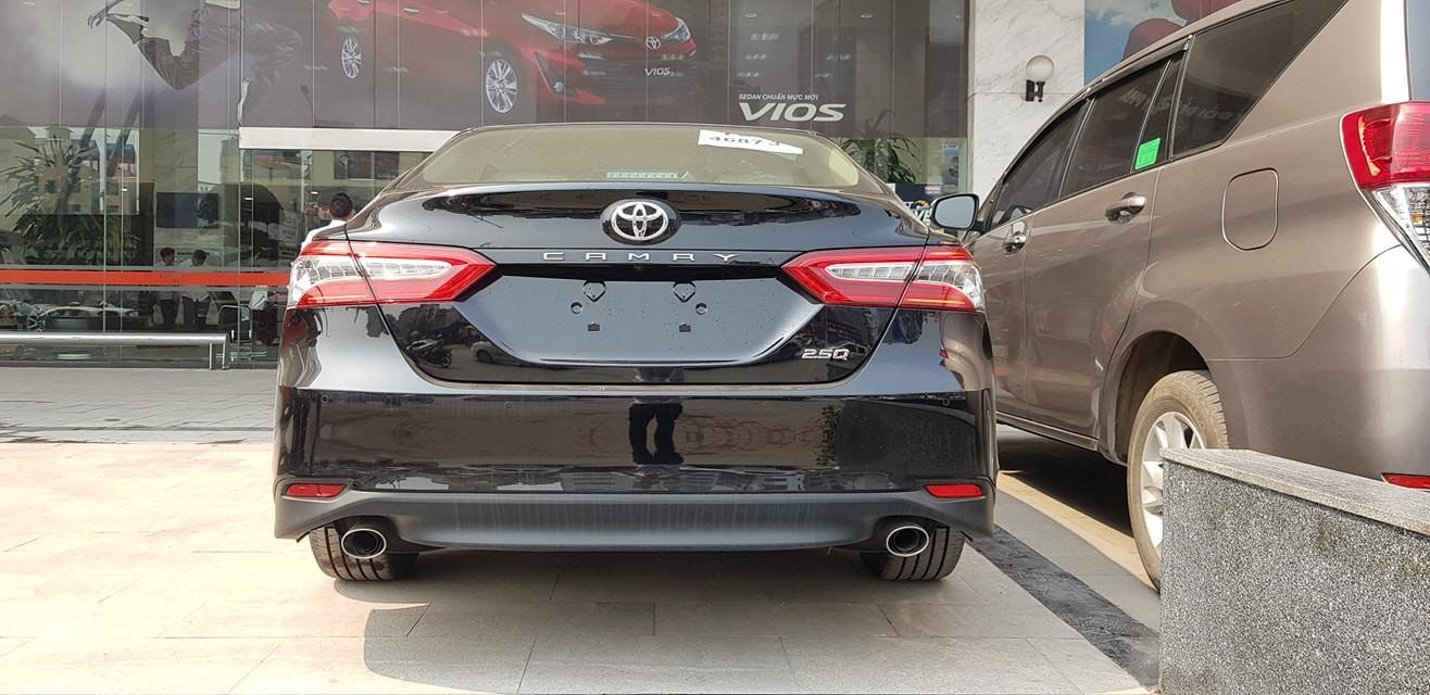 """Dù giá bán có thể sẽ cao nhưng với nhiều nâng cấp về trang bị, cộng với tên tuổi uy tín của thương hiệu """"thiện lành"""" về khoản bền bỉ, Toyota Camry 2019 hứa hẹn vẫn sẽ thu hút được khách hàng Việt"""