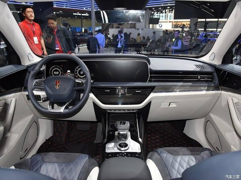 Hồng Kỳ HS5 có màn hình thông tin giải trí nối liền với bảng đồng hồ kỹ thuật số tạo thành một khối theo phong cáchhệ thống MBUX của Mercedes-Benz