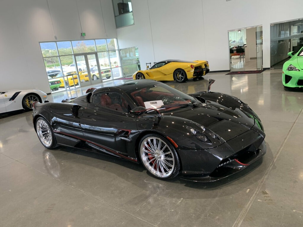 Đại lý CNC Motors rất nổi tiếng đang rao bán Pagani Huayra Roadster