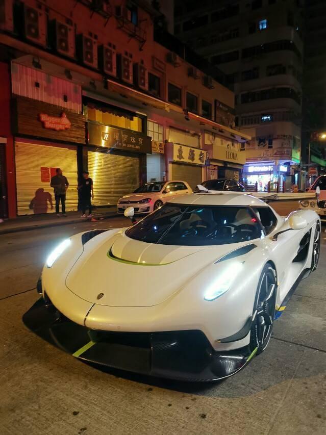 Siêu xe Koenigsegg Jesko trên đường phố Hồng Kông