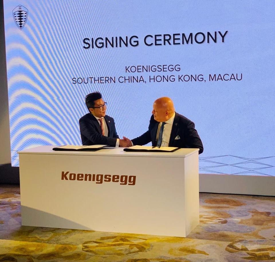 Christian von Koenigsegg cùng nhà phân phối chính hãng Koenigsegg tại Trung Quốc, Hồng Kông và cả Ma Cao